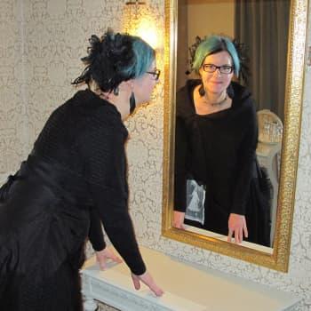 Vita frun spökar på Hotell Central