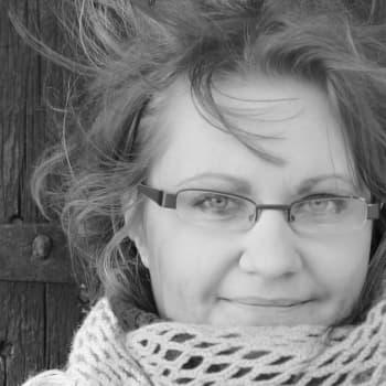 Kirjakerho: Hanna Haurun inhorealistinen Jääkansi-romaani ammentaa tositarinoista