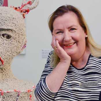 """Sunnuntaivieras: Peräpohjolan murretta ylläpitävä """"visto nakku"""" eli taidemuseon johtaja Katriina Pietilä-Juntura saa muut museot kateellisiksi"""