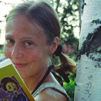 Kuusi kuvaa: Kirjailija Kirsti Kurosen tärkein elämän oppi tulee mummulta: Ei saa pelätä elämää