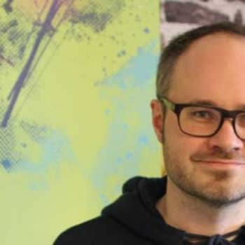 Radio Suomi Kuopio: Tuomas Enbuske: Rakastan maaseutua, kun sitä on kaupungissa