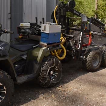 Metsäradio.: Traktorimönkijällä metsähommissa