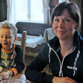 Isojärvi, Multia: Riistakamerakuvaus, marjatila, naisten kylä