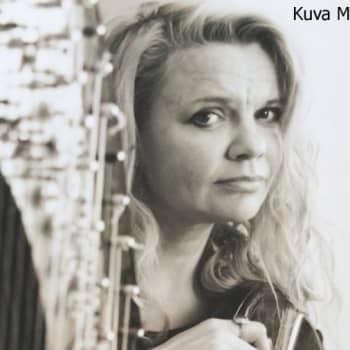 Kuusi kuvaa: Iro Haarla elää musiikillista unelmaansa