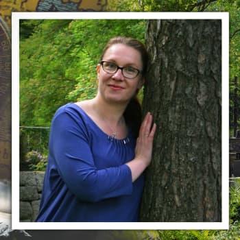 """Kirjailija ja terapeutti Taru Hallikainen: """"Toivo ei koskaan katoa, se vain on"""""""