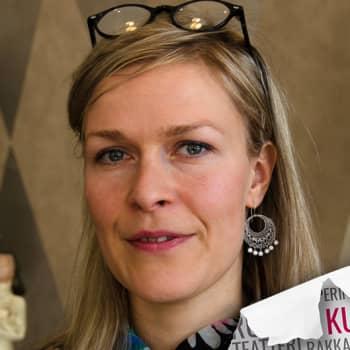 Kultakuume: Runoilija Tiina Lehikoinen kirjoitti Mullan muistisairaalle sinälle