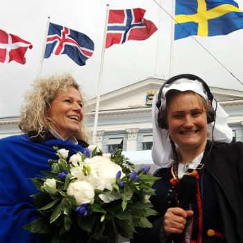 YLE Helsinki: Kuningatar Margareetaa odotti kukkakimppu torin laidalla