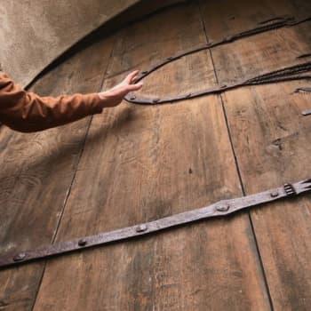 Metsäradio.: Hollolan kivikirkon vanha ulko-ovi vaihdetaan uuteen