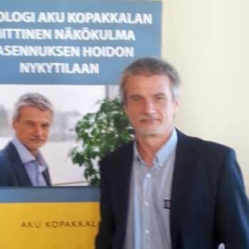 Kuusi kuvaa: Psykologi Aku Koppakkalan elämä on täynnä yllättäviä käänteitä