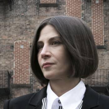 Kirjakerho: Paluu jumalten juhliin - Donna Tarttin esikoisromaani tehoaa yhä