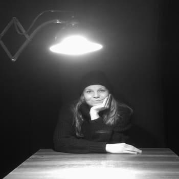 YLE Helsinki: 17-vuotias Juha katosi jäljettömiin ruotsinlaivalla – Eeva Soivio teki veljensä katoamisesta näytelmän