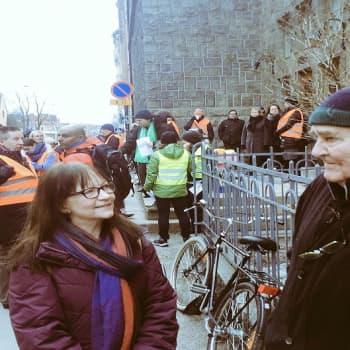 YLE Helsinki: Pitääkö koululaisen jäädä auton alle ennen kuin vaaralliset liikennejärjestelyt muuttuvat?