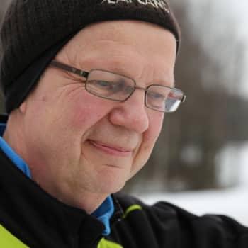"""YLE Helsinki: Helsingin Sanomien legendaarinen Unto Hämäläinen: """"Järkevätkin ihmiset voivat muuttuvat ihmishirviöiksi nettikeskusteluissa."""""""