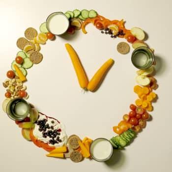 Seniorin ruokakoulu: Älä odota nälkää, syö kello kaulassa