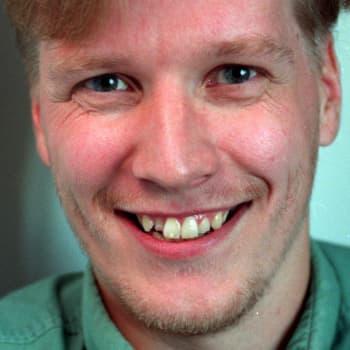 2004 Reko Lundán ja romaani Rinnakkain
