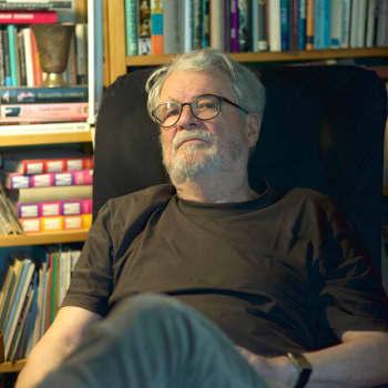 Romano mirits: Mikko Savolainen valokuvaa romanikulttuuria