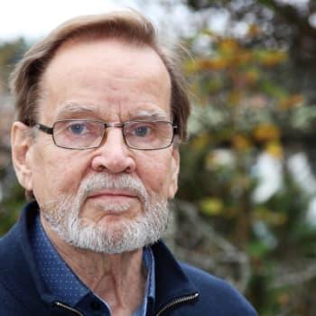 Ykkösaamun kolumni: Jussi Viitala: Maailma ei pyörisi ilman äitejä ja isoäitejä