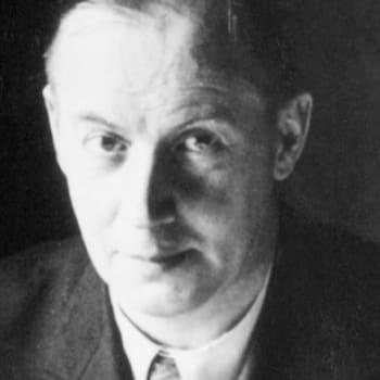 1921 Olli ja pakinakokoelma Mustapartainen mies herättää pahennusta