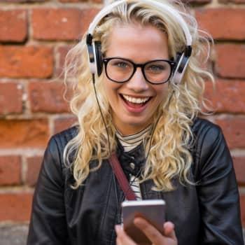 Hillan ja Minnan Akuutti: Löydä oma tapasi aivojen lepuuttamiseen - hyviä keinoja ovat nauru, uni ja lempimusiikki