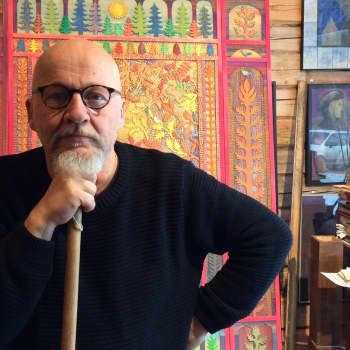 Sunnuntaivieras: Taiteilijaprofessori Esko-Pekka Tiitisen uusimmassa kirjassa 100 maahanmuuttajalasta ja -nuorta kertoo unelmistaan ja haaveistaa