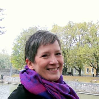 Yhtä elämää: Taina Saarinen puhuu eläville ja kuolleille