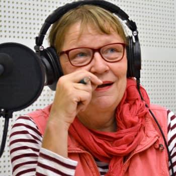 Kuuluttajan vieras: Toimittaja Tiina Harpf ja radion lastenohjelmien historiasta kertova näyttely