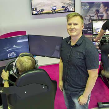 Sunnuntaivieras: Toimitusjohtaja Veli-Matti Nurkkala uskoo virtuaalisimulaattorien kehittävän autokoululaisia ja urheilijoita