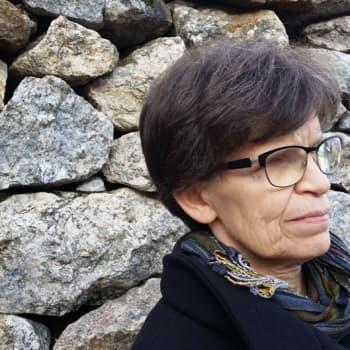 Sunnuntaivieras: Sunnuntaivieraana on kaustislainen rehtori Taina Lehtonen, joka muistaa kaikki oppilaiden nimet 40 v:n ajalta