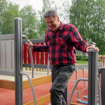 Yhtä elämää: Eläinlääkäri Pekka Salminen liikuttaa pellolaisia