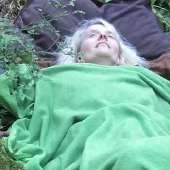 Tiedeykkönen: Potilas ja lääkäri tapaavat metsässä - edistääkö teatteriesitys terveyttä?