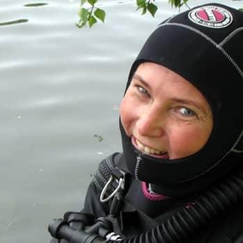 Yhtä elämää: Meriarkeologi Minna Koivikko sukeltaa pelkoja päin