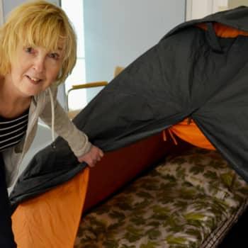 Kesäteltta: Luterilainen kasvatus pakottaa touhukkaaksi, huokaa näyttelijä Leena Uotila