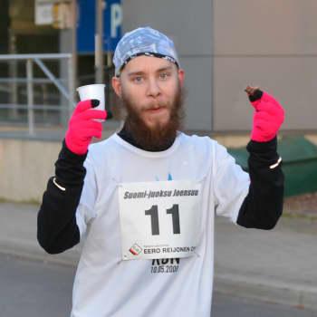 """Juoksijat: """"Ultramatkalla kehollinen ja mielensisäinen minä käyvät kamppailua"""", kertoo jazzmuusikko Sami Nummela"""