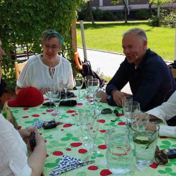 Pyöreä pöytä: Pyöreä pöytä puhui juhannuksena itsestään, pappien juomisesta ja terveydestä