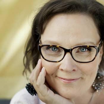 Viikon taiteilija: Taiteilijavieraana kirjailija Eppu Nuotio ‒ herkeämätön tarinankertoja