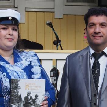 Toimittajana Jaakko Laakso Ohjelmassa vieraillaan nuoren etelä-pohjalaisen Rosita Mäntyniemen ylioppilasjuhlissa.