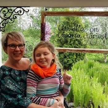 Sunnuntaivieras: Tiina Piipon tytär selätti leukemian mutta sai aivovaurion