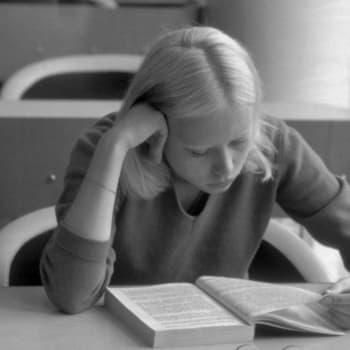Millainen oli tyttökirjojen Suomi 1950-luvulla?