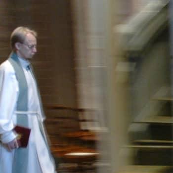 Kuusi kuvaa: Arkkipiispa Kari Mäkinen ja kuusi kuvaa