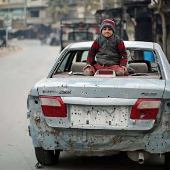 Maailmanpolitiikan arkipäivää: Lapsuus sodan jaloissa
