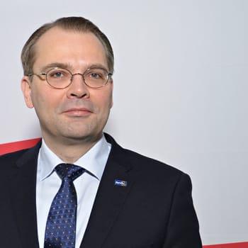 Leikola ja Lähde: Puolustusministeri Jussi Niinistö: Naisten asevelvollisuudelle ei Suomessa ole tarvetta
