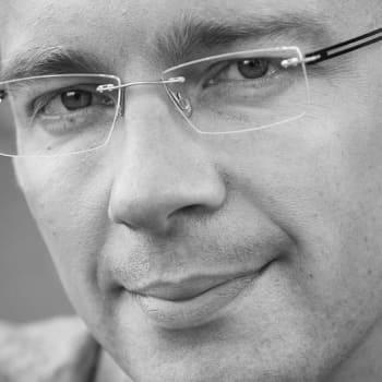 Viikon kirja: Kirjailija Karo Hämäläinen ja Yksin - romaani Paavo Nurmesta