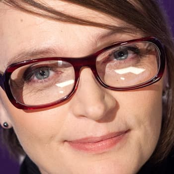 """Puheen Päivä: Työuupumuksen kokenut näyttelijä Piitu Uski: """"Pysähdyn pohtimaan vointiani viikoittain"""""""