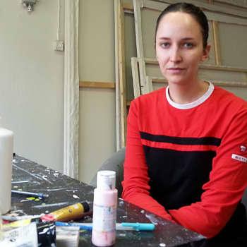 """Taiteilijaelämää: Kuvittaja Laura Laine: """"Muotikuvittajalla vain omat taidot ovat rajana"""""""