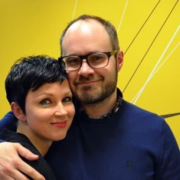 Katariina Souri: Tuomas Enbuske; Paljon helpompi mun on olla radio- tai tv-ohjelmassa kuin oikeassa maailmassa