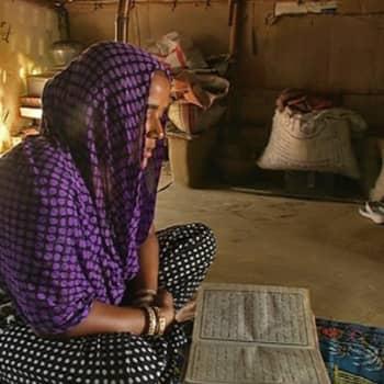 Maailmanpolitiikan arkipäivää: Muslimit ja kristityt pelkäävät Intiassa