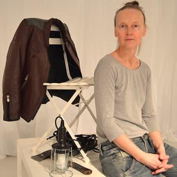 Taiteilijaelämää: Tanssija-koreografi Sanna Kekäläinen: Tutkimuksia kehoon ja liikkeeseen