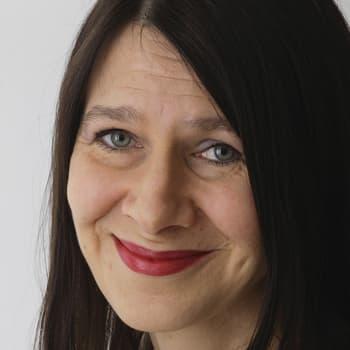 Viikon kirja: Kirjailija Riina Katajavuori ja romaani Wenla Männistö