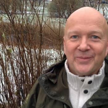 Luontoretki.: Lintukuvaaja Jari Peltomäen matkassa