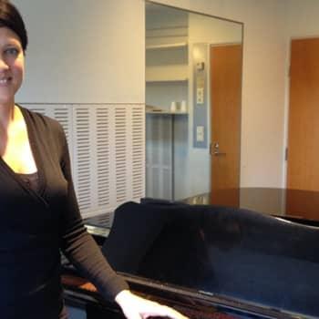 Taiteilijaelämää: Sopraano Mari Palo on onnellinen, kun ei ole tarvinut lähteä ulkomaille